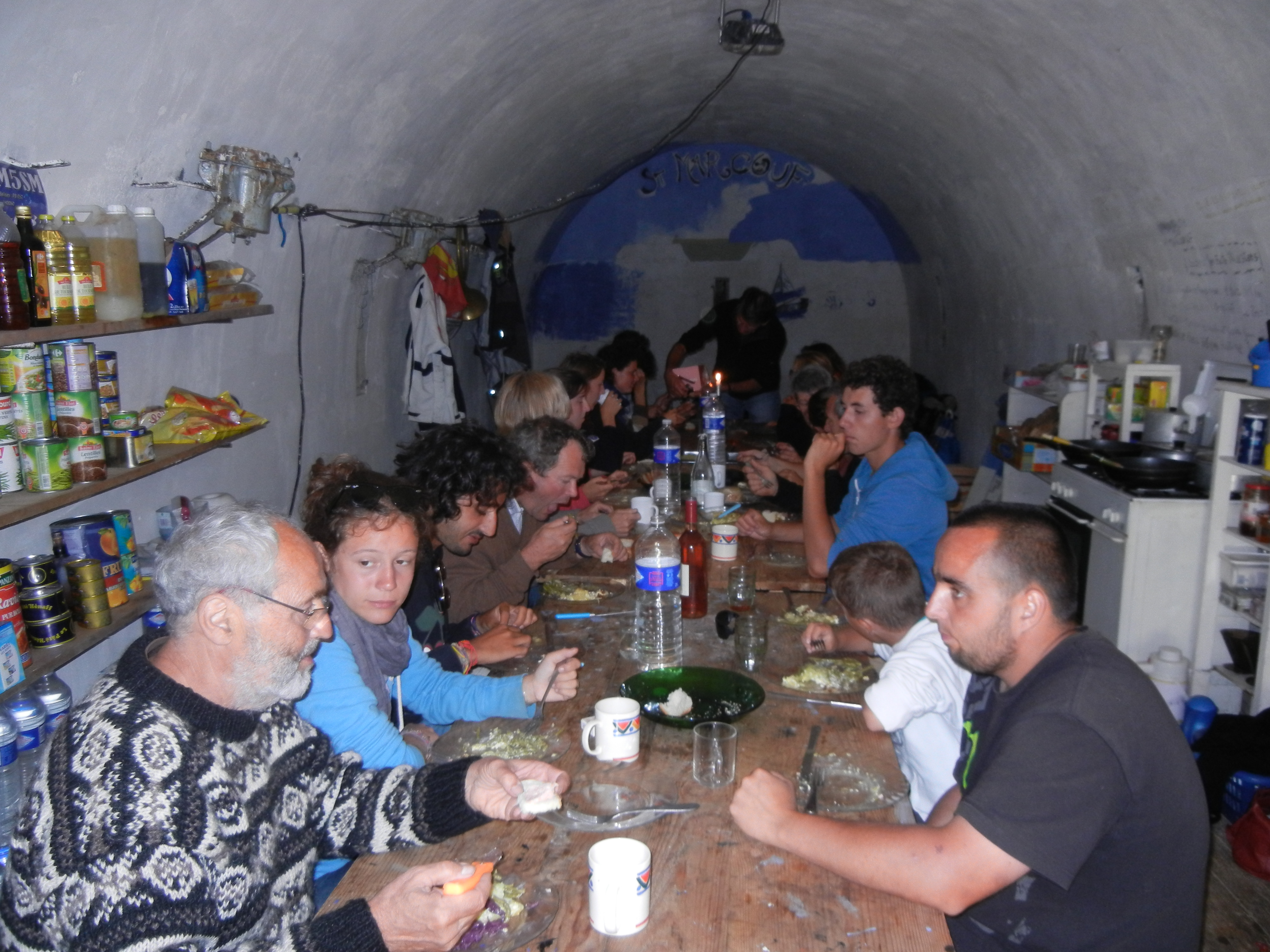 repas-dans-poudriere-chantier-2012