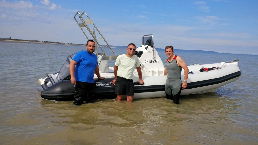 Christophe Bois,Thierry Leteissier et Guillaume Fleury, qui sont allés livrer l'eau manquante mardi