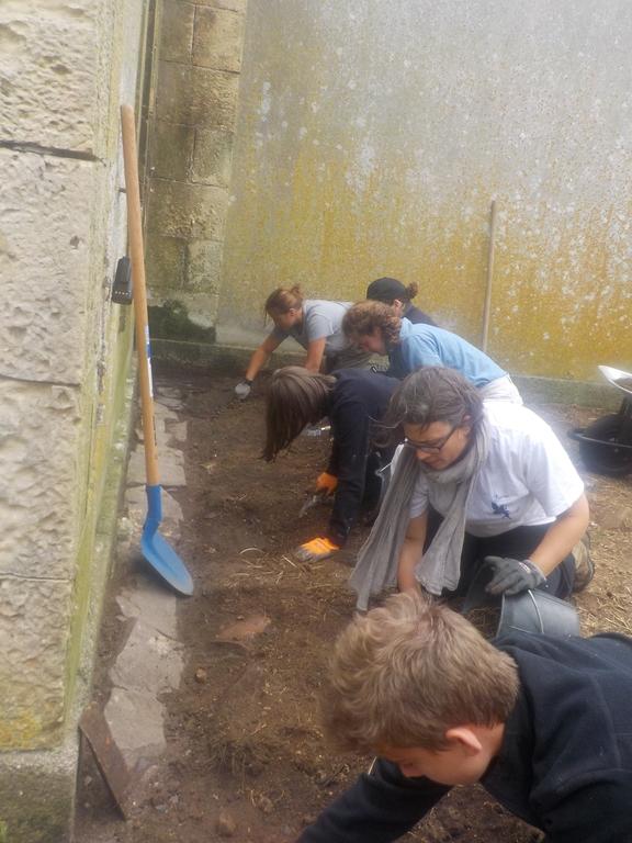 Fouilles archéologiques au pied des logements sémaphoriques
