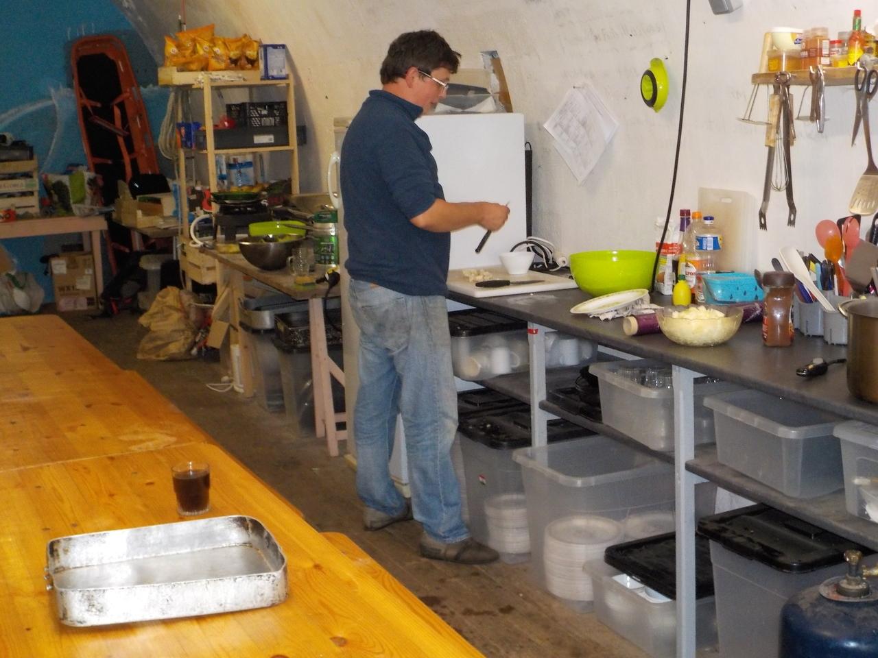 Cuisinier en action dans la poudrière