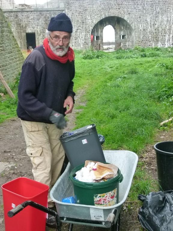 Evacuation des poubelles par H Dupuy