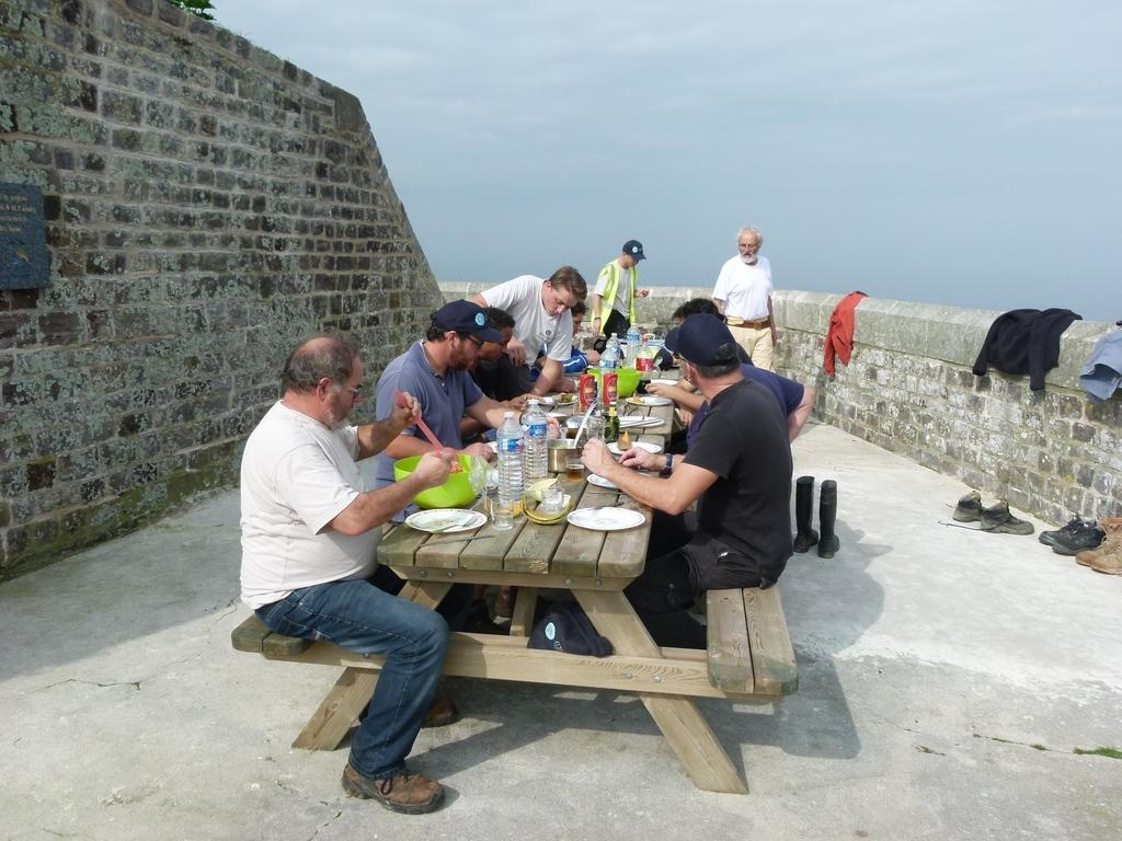 Déjeuner sur la terrasse de l'amiral