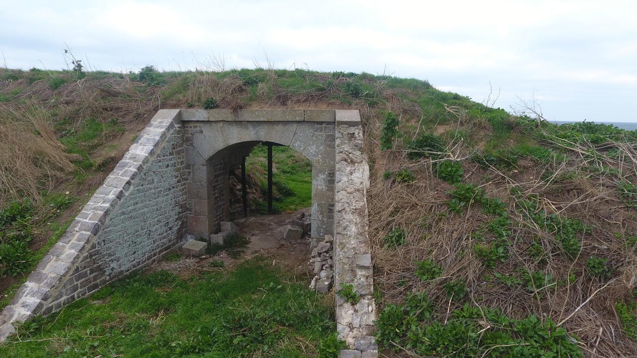 Une des rampes du passage sous traverse a été restaurée côté nord