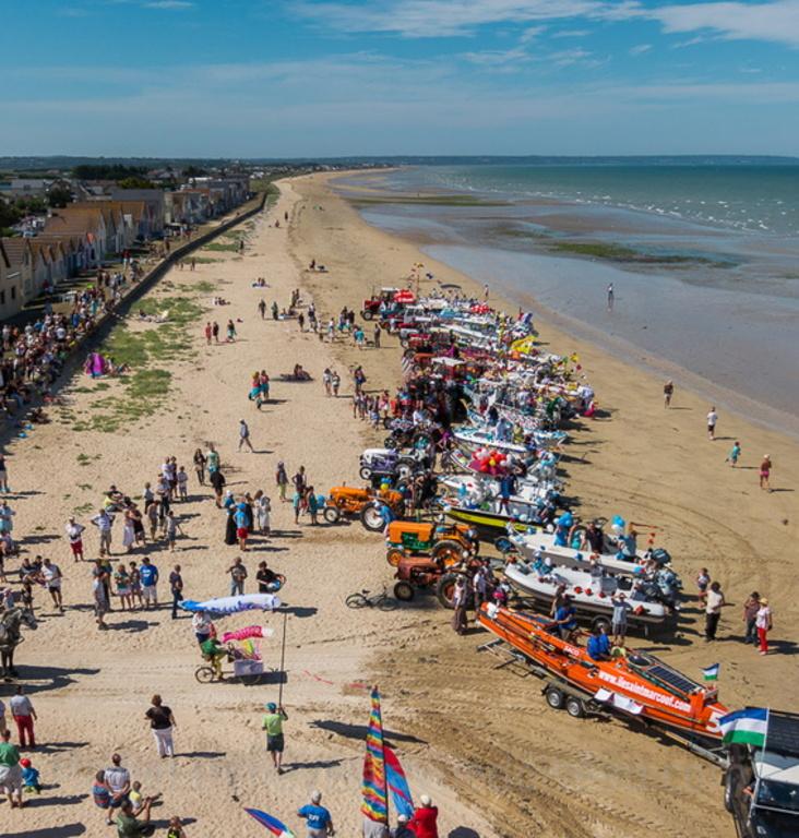 Les bateaux sur la plage (photo M Dehaye)